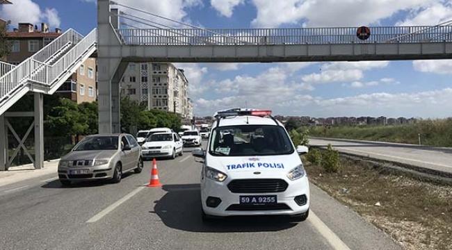 Topça üst geçitinde polis aracı okul öğrencisine çarptı.